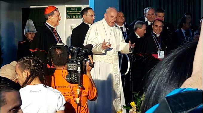 """Papa Francisco pide a los jóvenes  que """"no se dejen robar alegría y la esperanza"""
