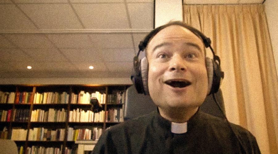 """10 gifs para entender """"lo que callan los sacerdotes"""""""