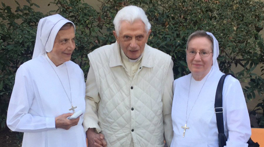 Desmienten rumores sobre la muerte de Benedicto XVI en las redes sociales