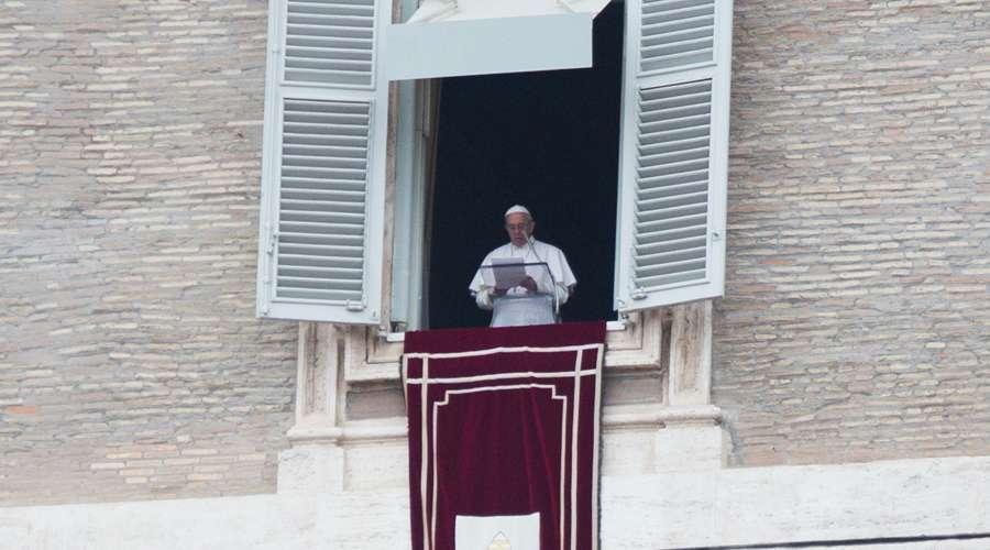 papa francisco en el angelus