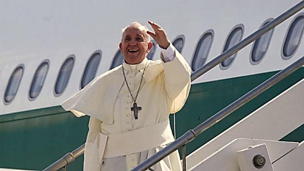 ¿Cómo es volar en el mismo avión con el Papa Francisco?