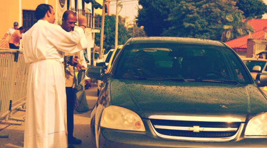 ¿Quieres bendecir tu coche? Te mostramos la Fórmula Católica Oficial
