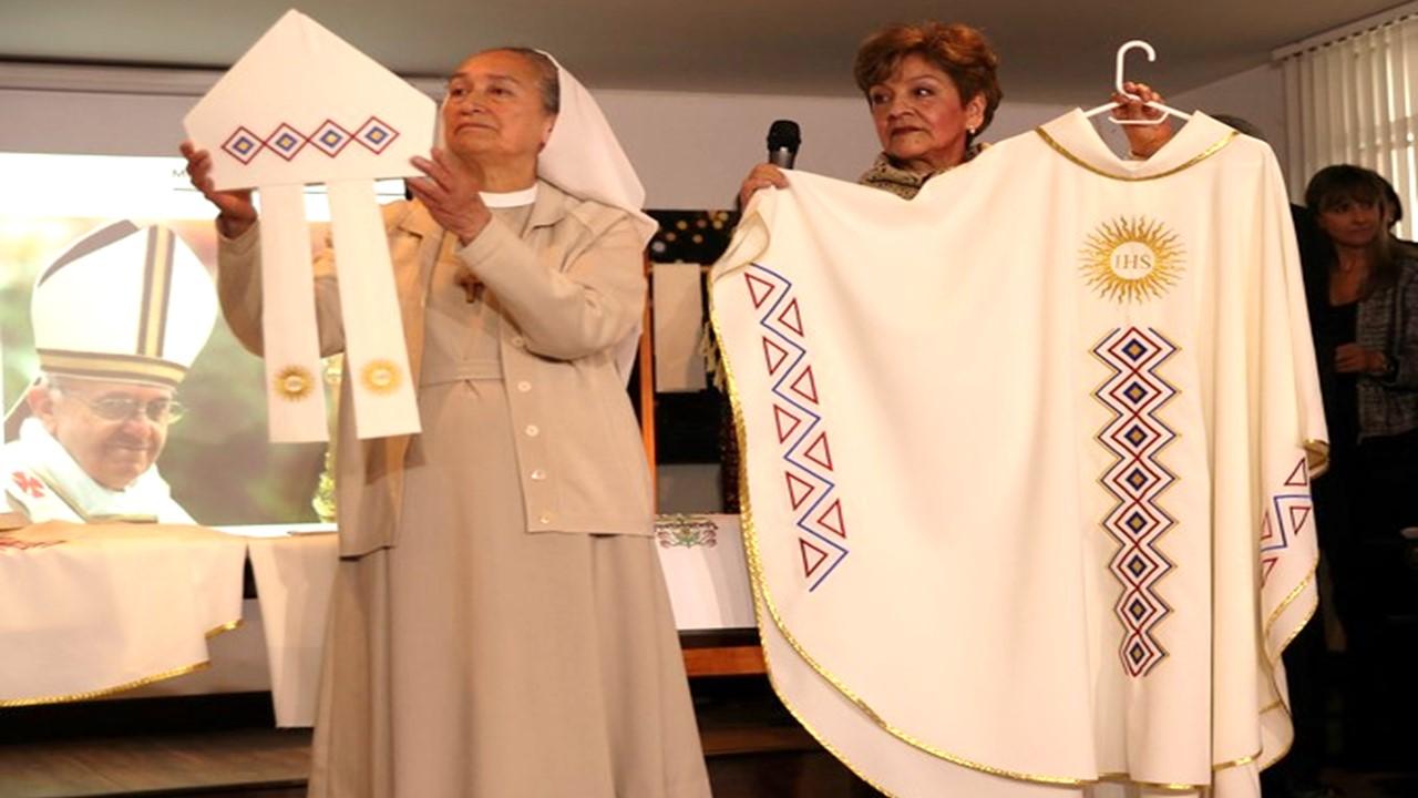 Esta son las vestimentas litúrgicas que usará el Papa Francisco en Colombia